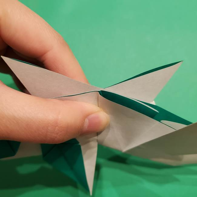 折り紙 笹の葉リースの作り方③組み合わせて完成(7)