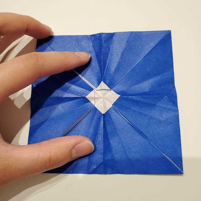 桔梗の花を折り紙一枚で立体的につくる折り方(29)