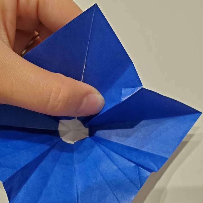 桔梗の花を折り紙一枚で立体的につくる折り方(32)