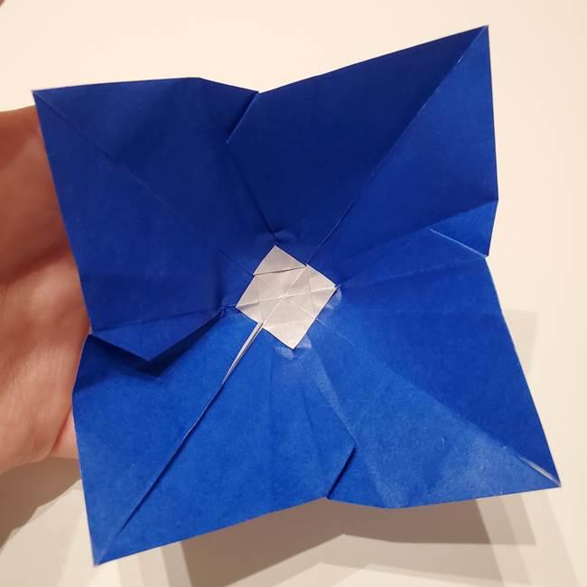 桔梗の花を折り紙一枚で立体的につくる折り方(34)