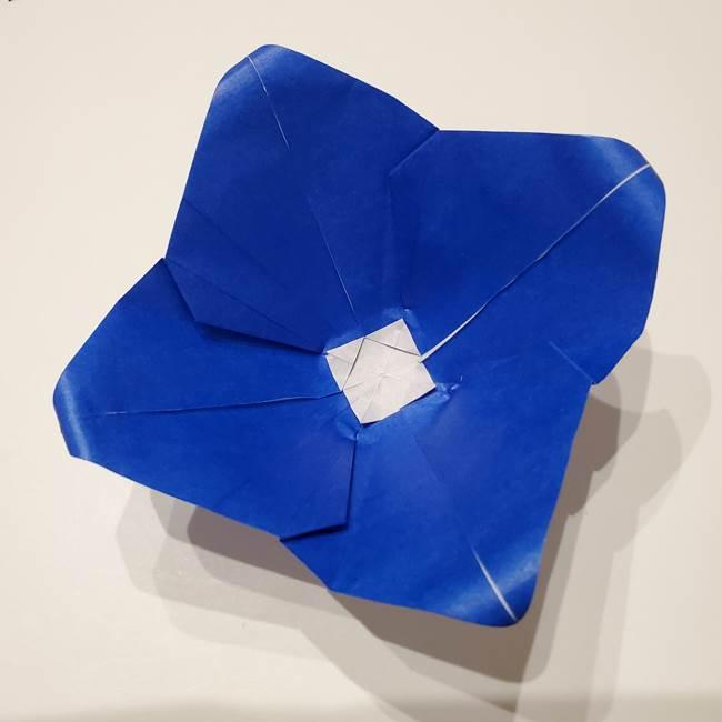 桔梗の花を折り紙一枚で立体的につくる折り方(36)