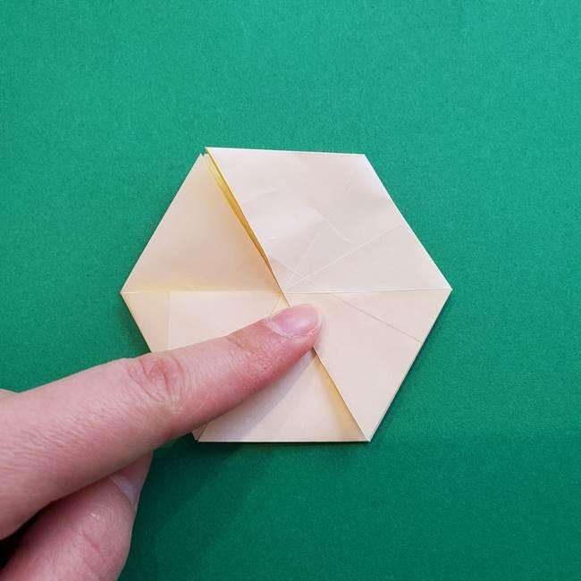 水仙の折り紙 平面の折り方作り方②花(32)