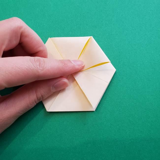水仙の折り紙 平面の折り方作り方②花(33)
