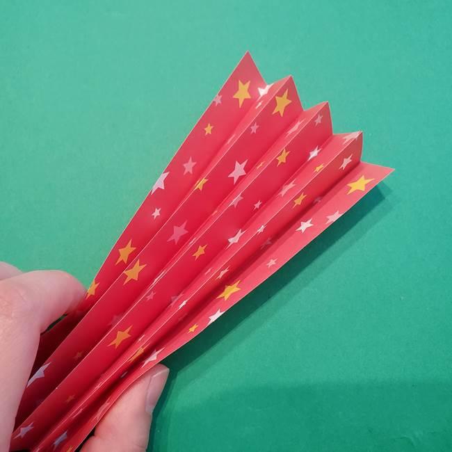 誕生日の飾り付け 折り紙の星を大量につなげて手作りガーランドの作り方①折る(15)