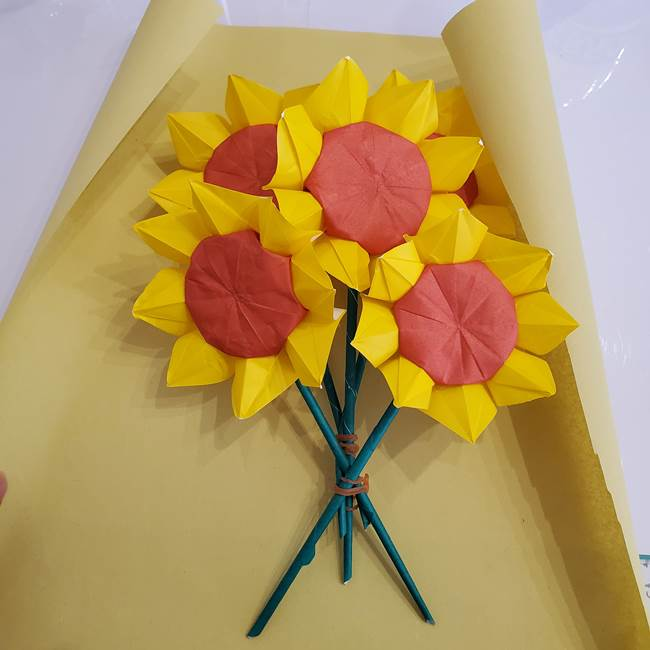 ひまわりの折り紙 立体的な花束とブーケの作り方②花束(1)
