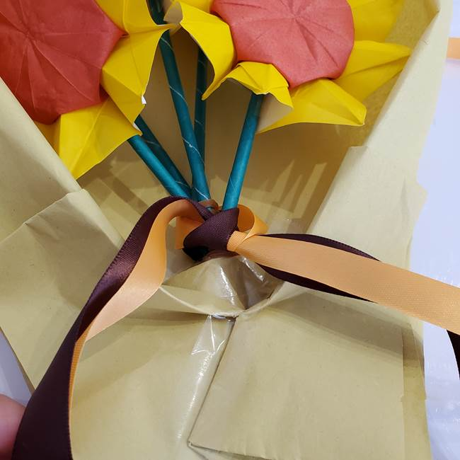 ひまわりの折り紙 立体的な花束とブーケの作り方②花束(9)