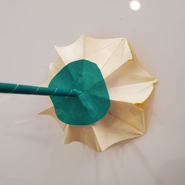 ひまわりの折り紙 立体的な葉っぱと茎の折り方作り方④上向き(15)