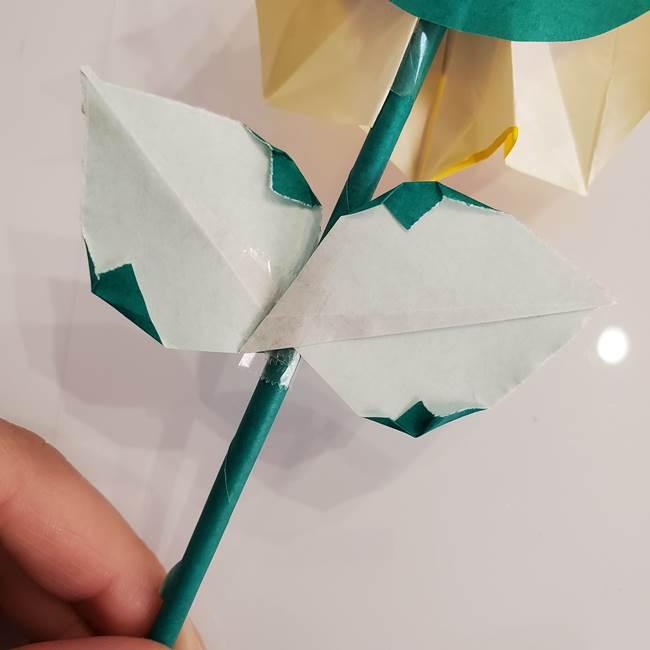 ひまわりの折り紙 立体的な葉っぱと茎の折り方作り方⑤葉のつけ方(3)