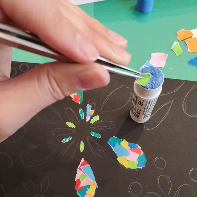 折り紙 花火の貼り絵ちぎり絵 の作り方貼り方②貼る(2)