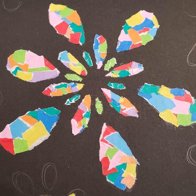 折り紙 花火の貼り絵ちぎり絵 の作り方貼り方②貼る(3)