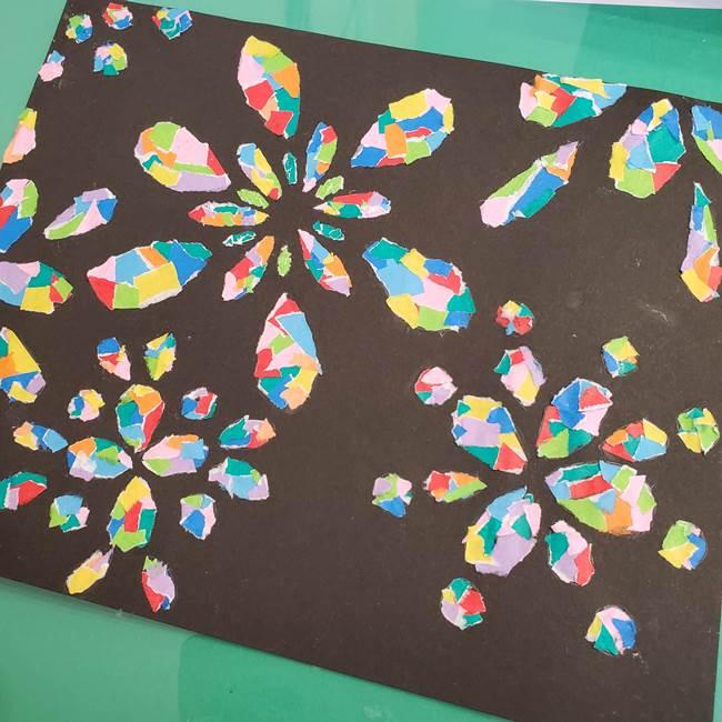 折り紙 花火の貼り絵ちぎり絵 の作り方貼り方②貼る(4)