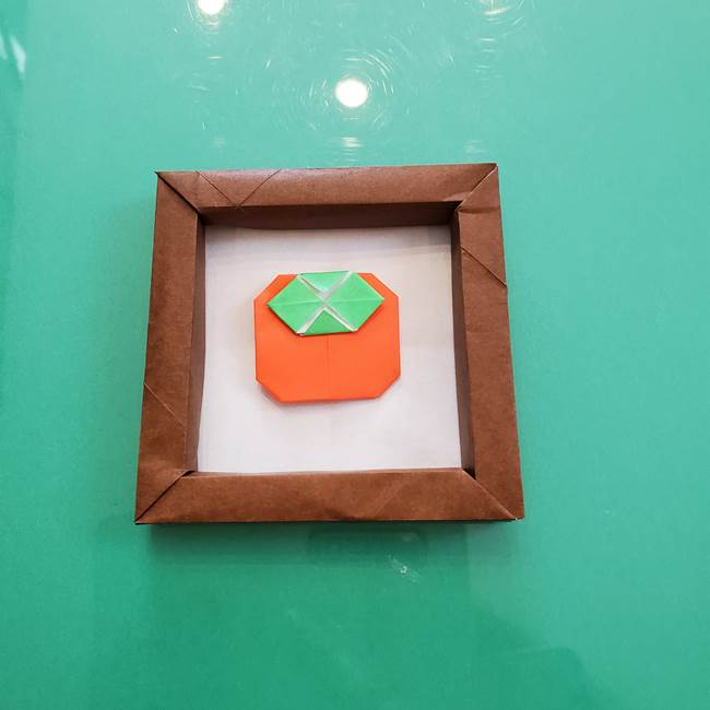 11月の折り紙 柿の壁面フレームの作り方④完成(2)