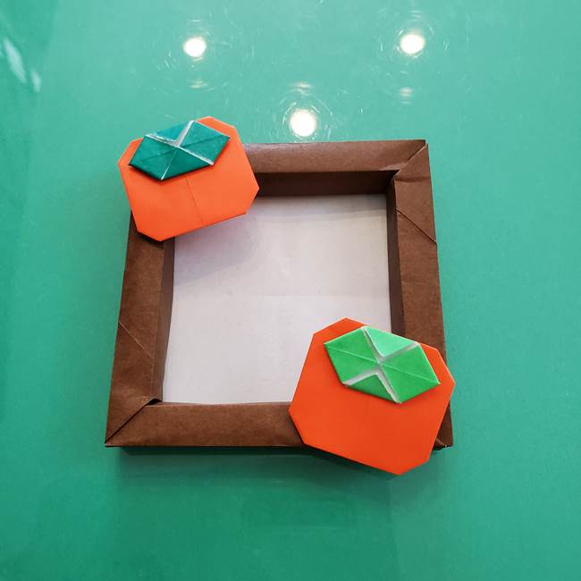 11月の折り紙 柿の壁面フレームの作り方④完成(3)