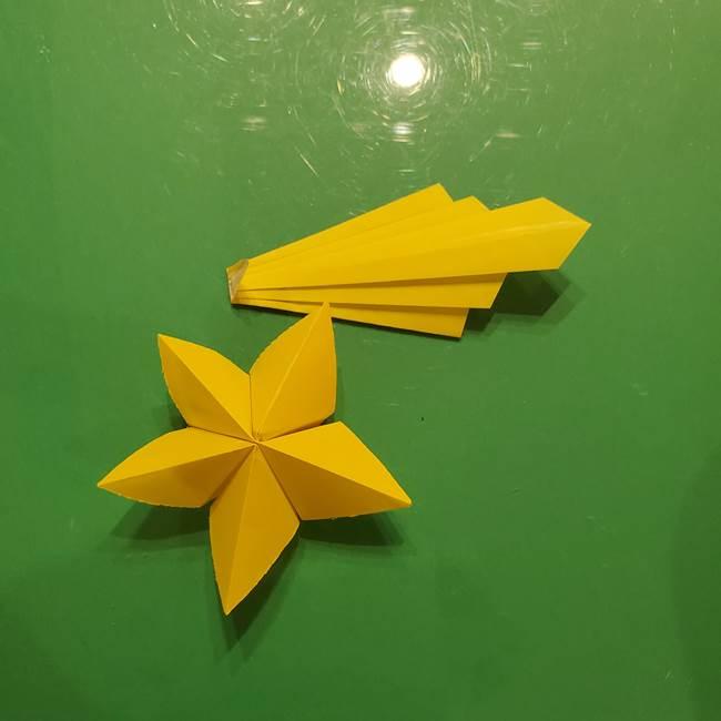③パーツを止めたら折り紙の流れ星の完成!(1)