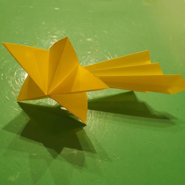 ③パーツを止めたら折り紙の流れ星の完成!(6)