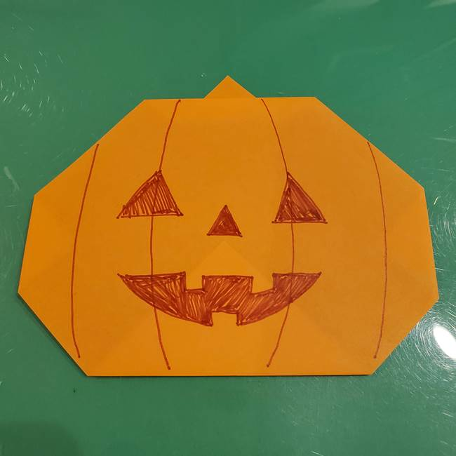 かぼちゃの折り紙 簡単に3歳児も折れる折り方作り方②顔の描き方(2)