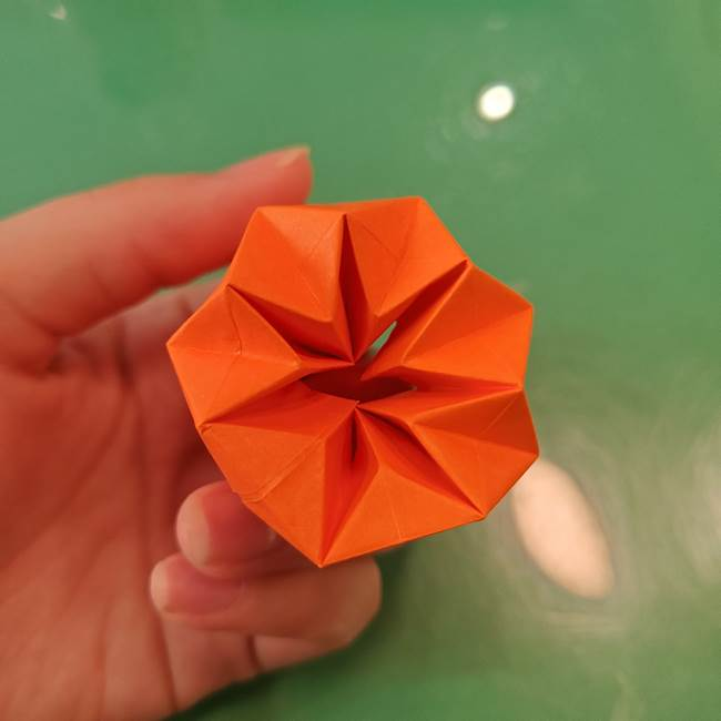 かぼちゃの折り紙 立体で難しいジャックオーランタンの折り方作り方②折る(16)