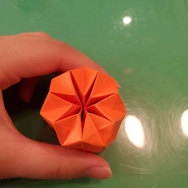 かぼちゃの折り紙 立体で難しいジャックオーランタンの折り方作り方②折る(17)