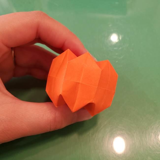 かぼちゃの折り紙 立体で難しいジャックオーランタンの折り方作り方②折る(20)