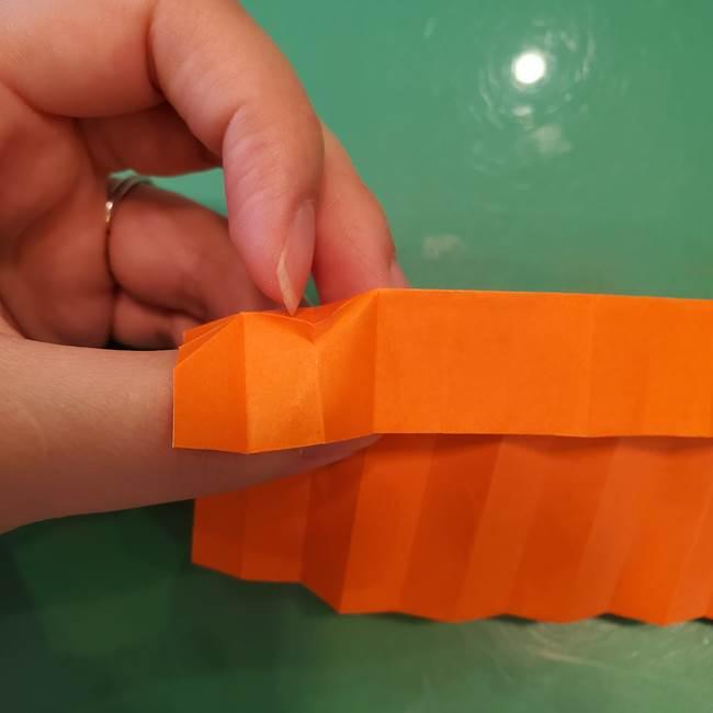 かぼちゃの折り紙 立体で難しいジャックオーランタンの折り方作り方②折る(5)