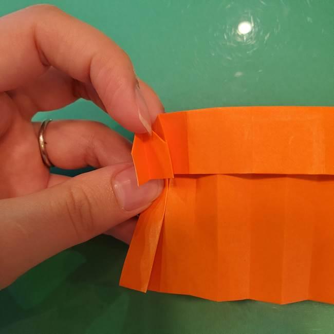 かぼちゃの折り紙 立体で難しいジャックオーランタンの折り方作り方②折る(7)
