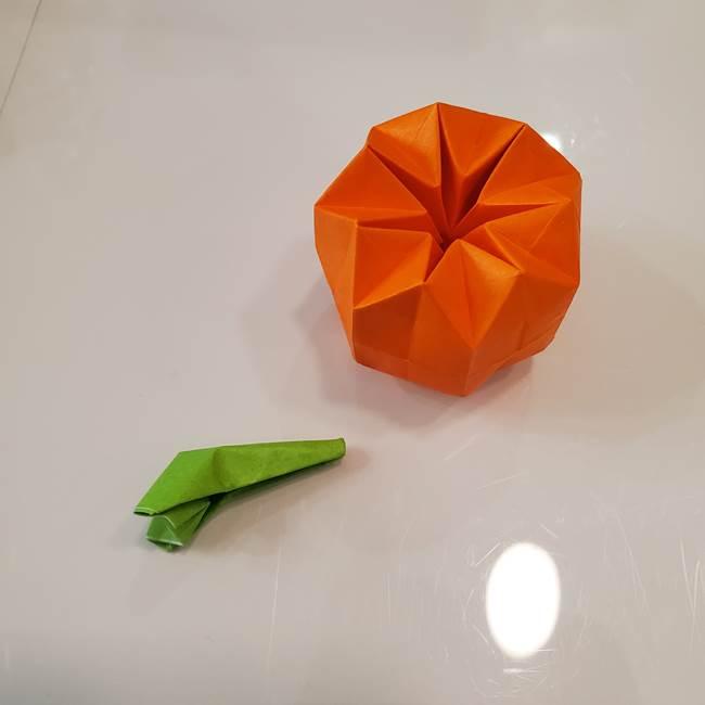かぼちゃの折り紙 立体で難しいジャックオーランタンの折り方作り方③へた(19)