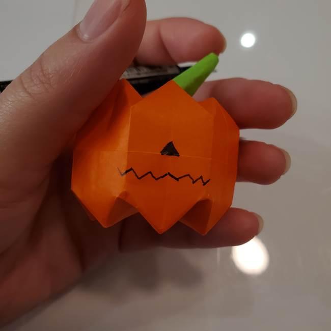 かぼちゃの折り紙 立体で難しいジャックオーランタンの折り方作り方④顔(3)