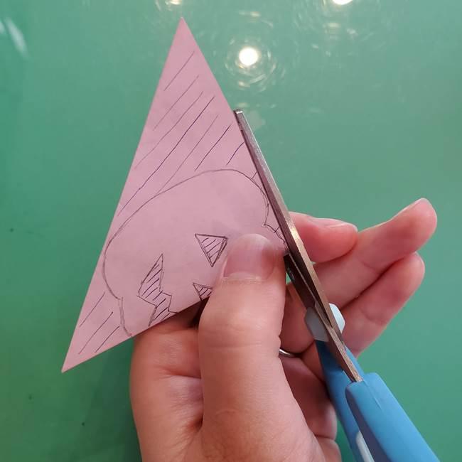 ハロウィンのかぼちゃ 折り紙の切り抜きでつくる折り方切り方③切り方(2)