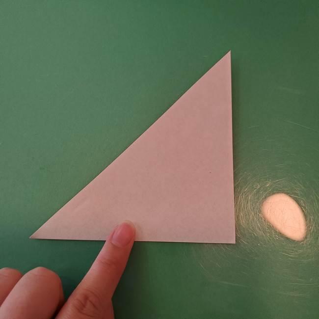 ハロウィンの折り紙 切り絵のコウモリの切り方折り方①折り方(3)
