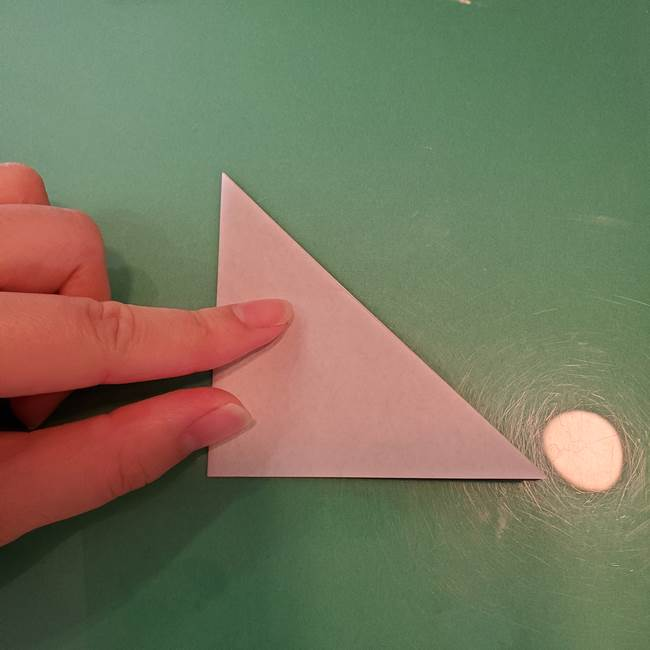 ハロウィンの折り紙 切り絵のコウモリの切り方折り方①折り方(4)