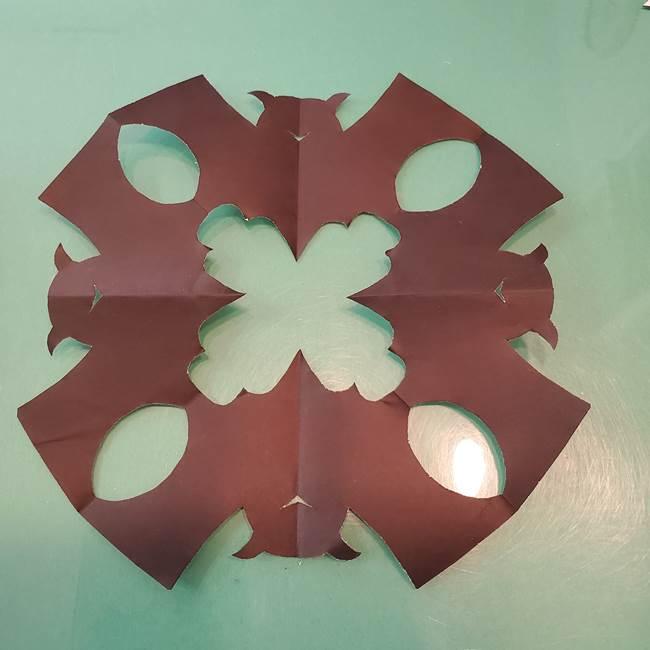 ハロウィンの折り紙 切り絵のコウモリの切り方折り方②切り方(10)