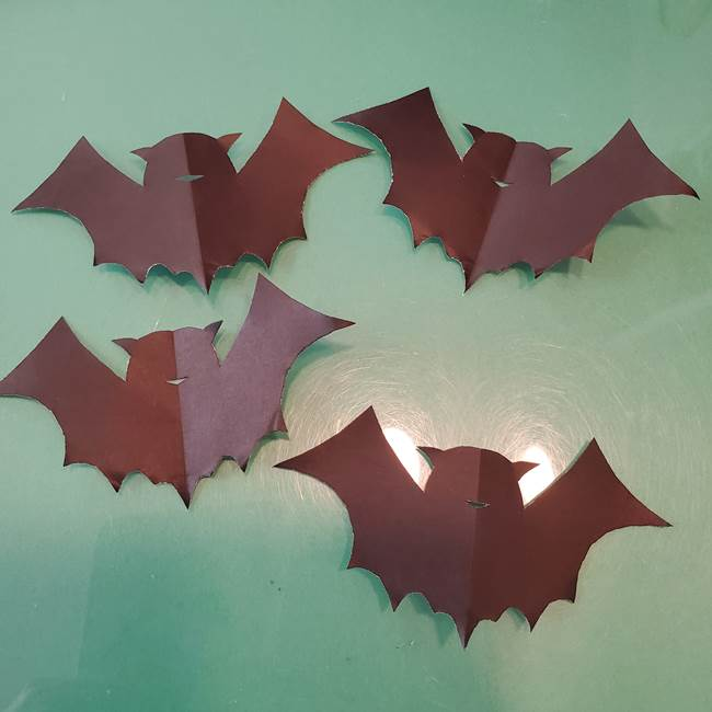 ハロウィンの折り紙 切り絵のコウモリの切り方折り方②切り方(11)