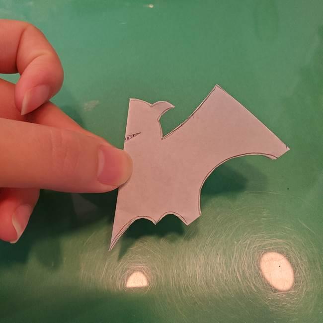 ハロウィンの折り紙 切り絵のコウモリの切り方折り方②切り方(6)