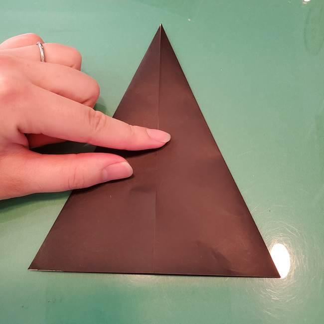 魔女の折り紙 幼児でも簡単な折り方作り方①折る(10)