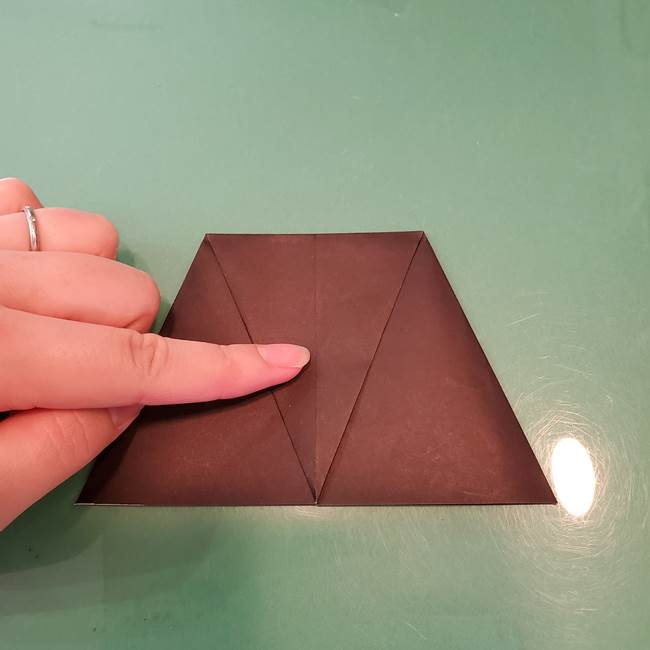 魔女の折り紙 幼児でも簡単な折り方作り方①折る(11)