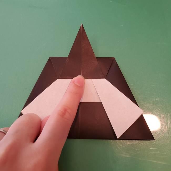 魔女の折り紙 幼児でも簡単な折り方作り方①折る(15)