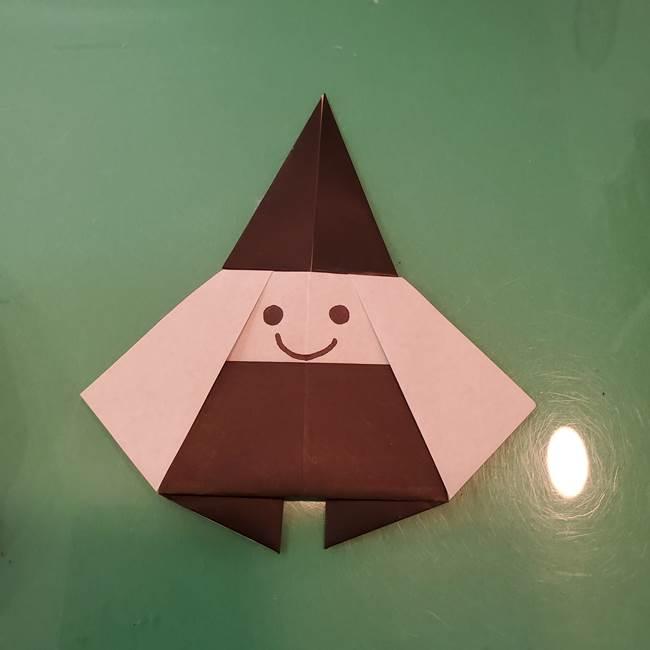 魔女の折り紙 幼児でも簡単な折り方作り方②顔(2)